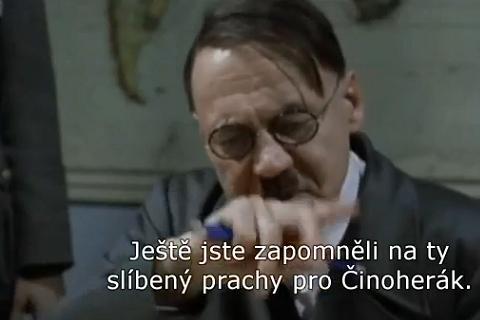 Adolf Hitler se zajímá o situaci v Činoherním studiu. Foto: YouTube