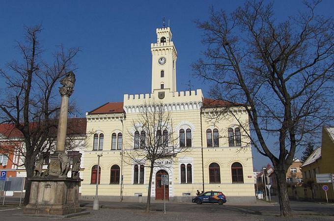 Radnice v Postoloprtech. Foto: archiv Wikipedia.org