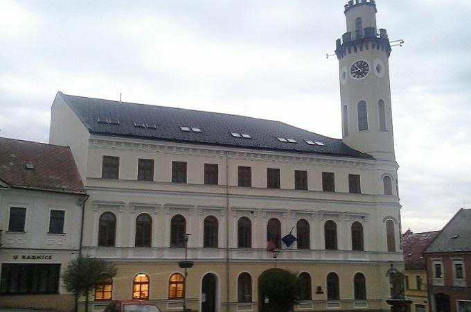 Radnice v Klášterci nad Ohří. Foto: archiv SeveročeskýDeník.cz