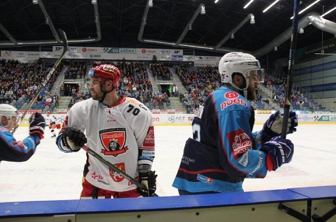 Snímek z utkání Chomutov - Hradec. Foto: Ladislav Chlíbek