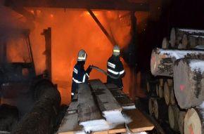 V Roztokách u Semil hořela výrobní hala