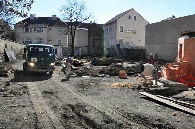Stavba v areálu tžnice. Foto: archiv Město Litoěmřice
