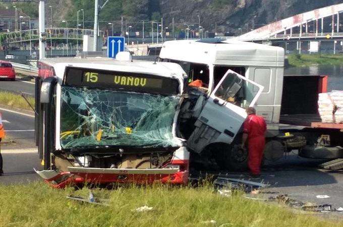 Nehoda autobusu. Foto: Facebook/Ústí nad Labem/Martin Veselý