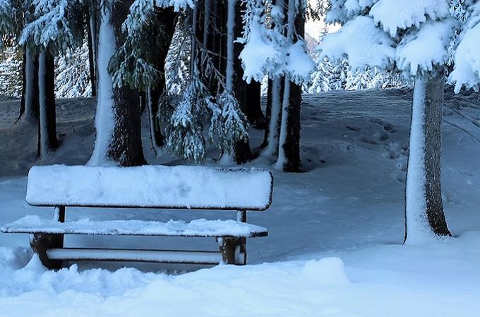 Lavička pod sněhem, ilustrační foto. Foto: archiv Pixabay.com