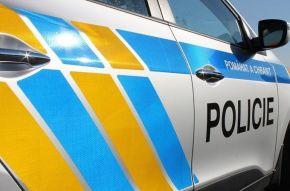Policie dopadla mladého muže, který měl usmrtit autem chodce a od nehody ujel