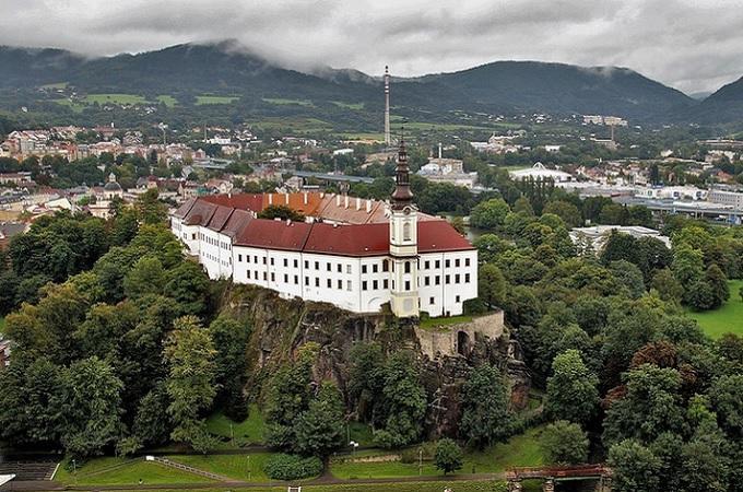 Zámek Děčín. Foto: archiv Pixabay.com