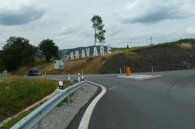 Nápis Kravaře na nové křižovatce. Foto: Vít Vomáčka, obec Kravaře