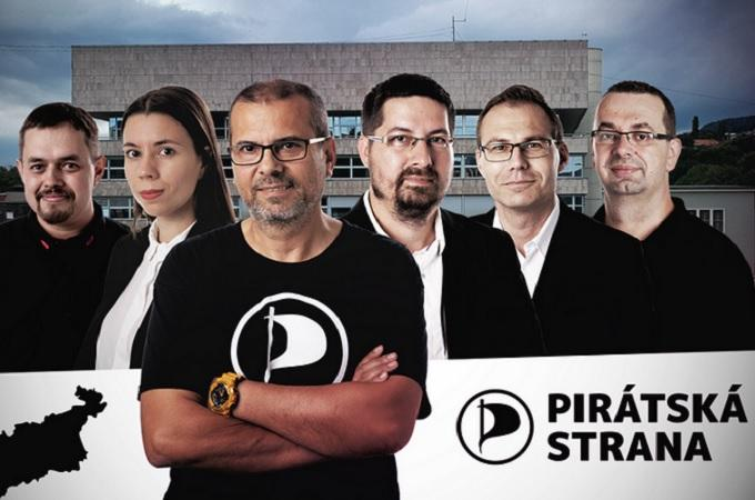 Zastupitelé Pirátů v Ústeckém kraji. Fotomontáž: Piráti Ústeckého kraje, piratiuk.cz