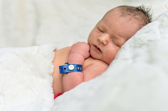 Miminko narozené v roudnické porodnici. Foto: Tomáš Kurucz